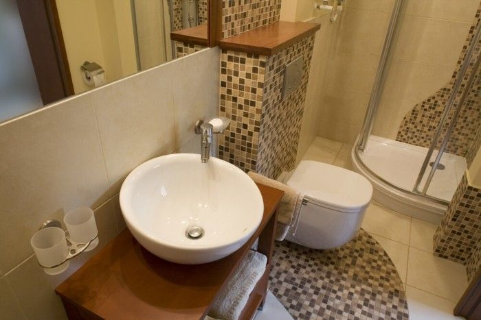 Consigli per ristrutturare un bagno piccolo tassonedil for Bagno piccolo con vasca