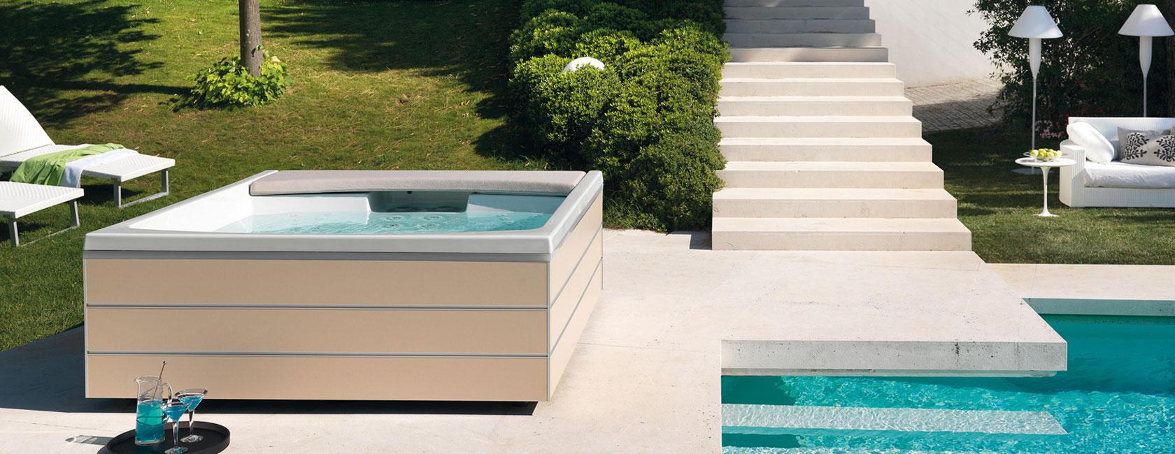 Minipiscine e vasche idromassaggio da esterno tassonedil for Vasca per giardino